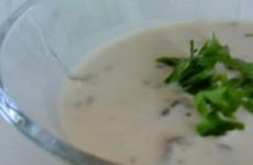 cremet-svampesuppe-m-ostershatte-og-kantereller