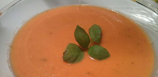 cremet-tomatsuppe-m-basilikum