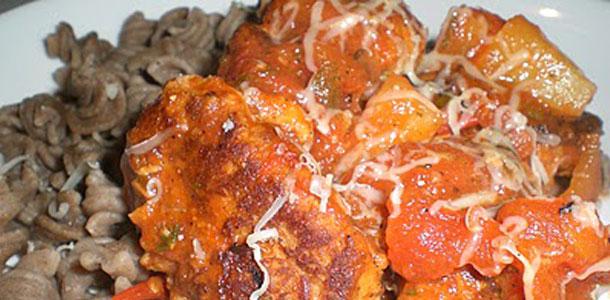tunfrikadeller-i-tomatsovs-med-ananas-og-boghvedepasta