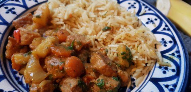 Bariis iyo suqaar (Somalisk ris med kødstykker og grøntsager)