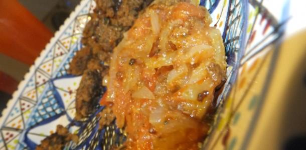 Marokkansk Grill-salat med løg og tomater
